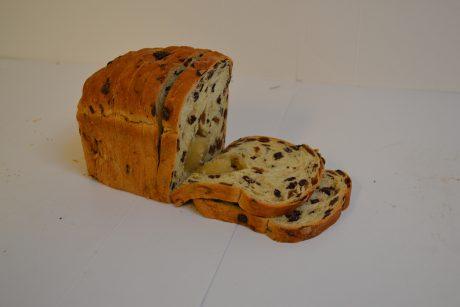 Krentenrozijnenbrood met spijs €5.95